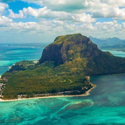 Hora Le Morne a moře na Mauriciu