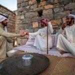 Místní v Dubaji s čajem