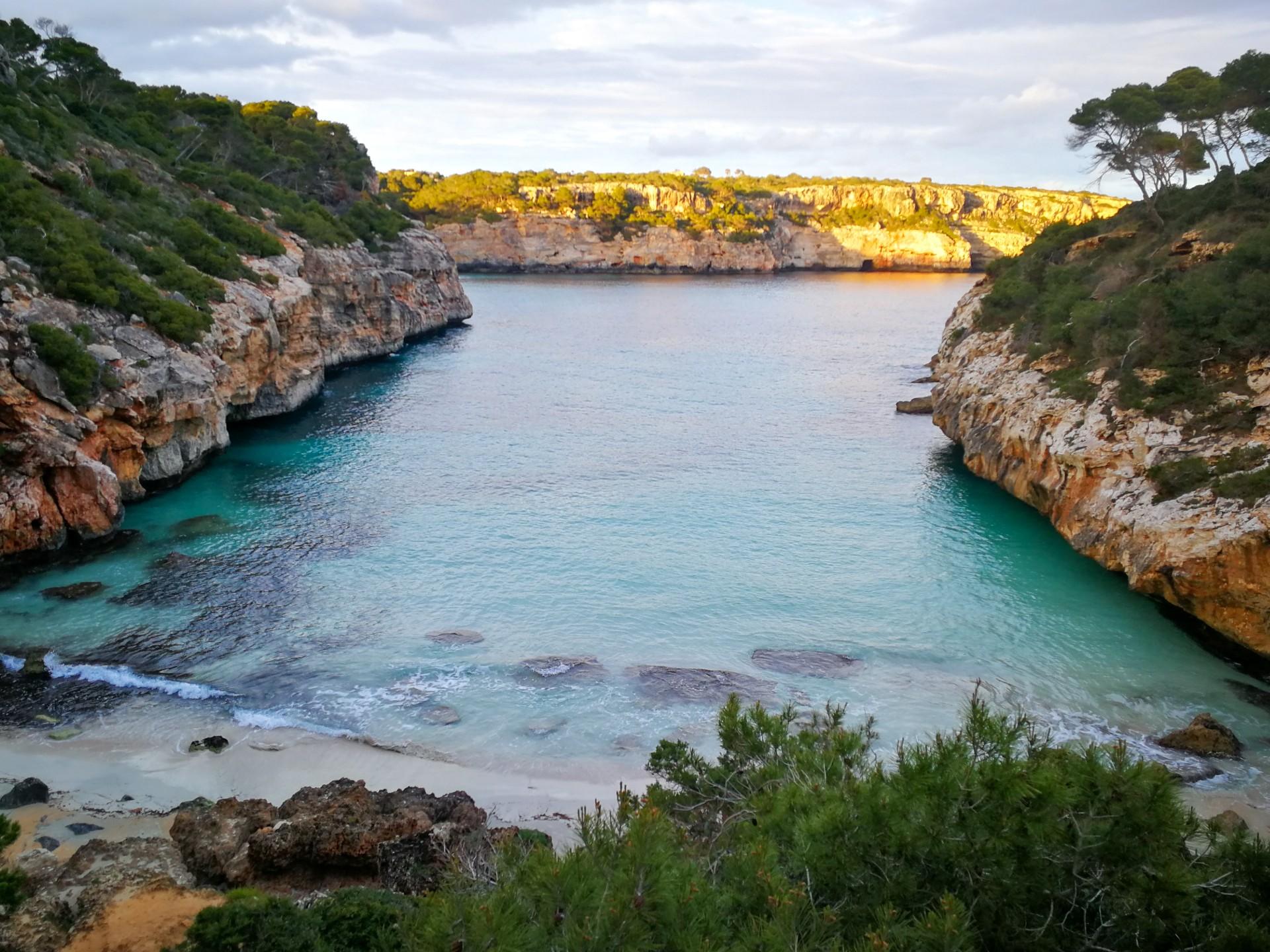 Jedinečná pláž Caló des Moró na Mallorce