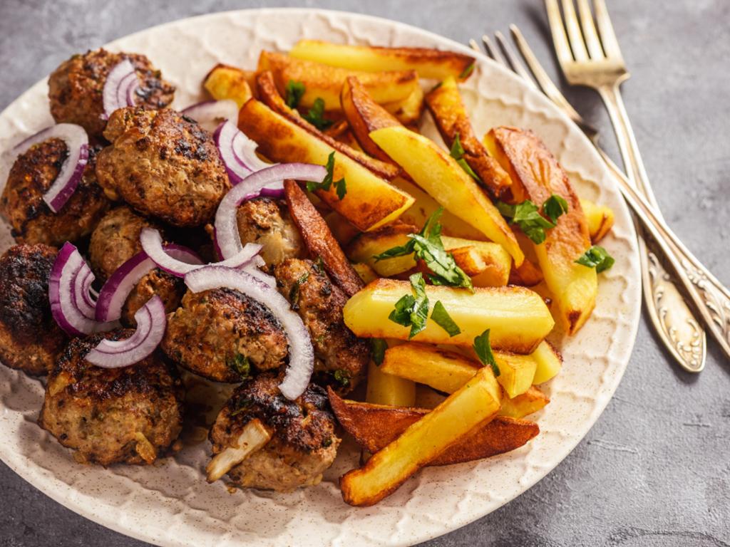 Typické kyperské jídlo Keftedes