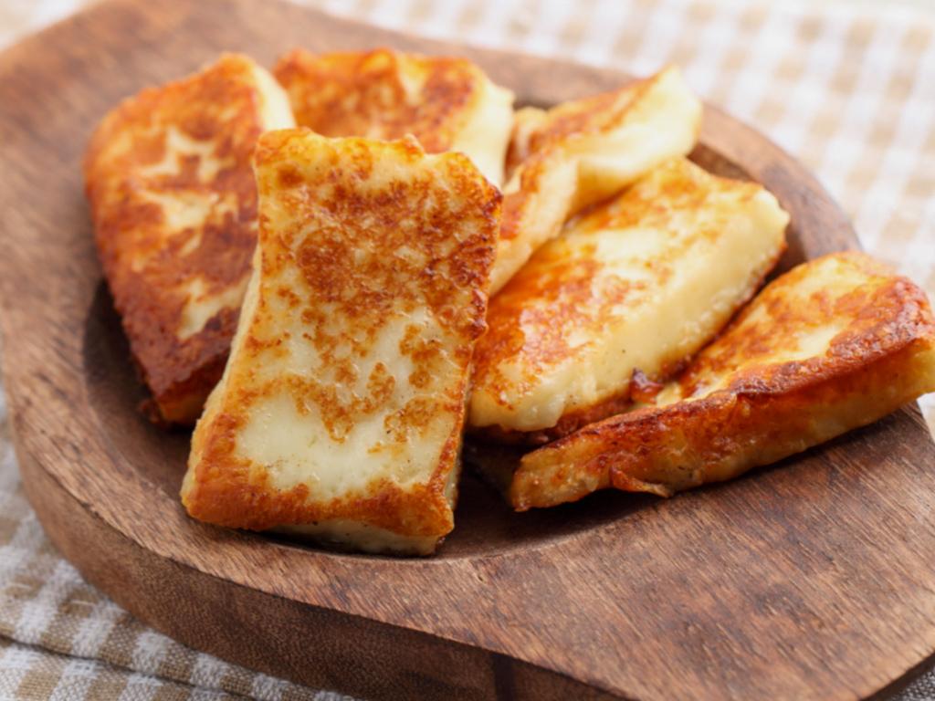 Typická kyperský sýr Halloumi