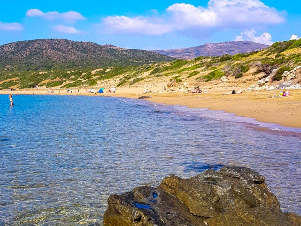 Pláž Lara na ostrově Kypr