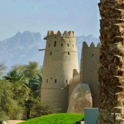 Výhled na pevnost Al Jahili u města Al Ein