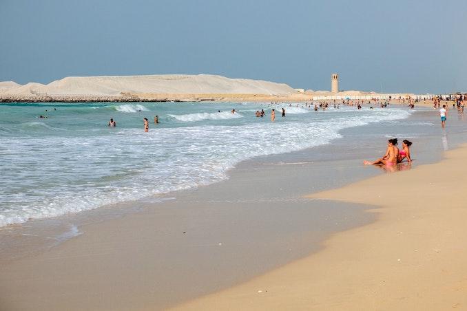 Písečná pláž v Dubaji, cestování do Dubaje